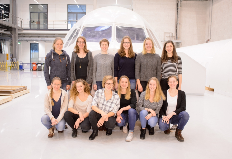 Junge Frauen in technische Berufe